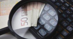Dinheiro em lupa