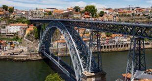 Câmara Porto pacote de apoio empresas famílias