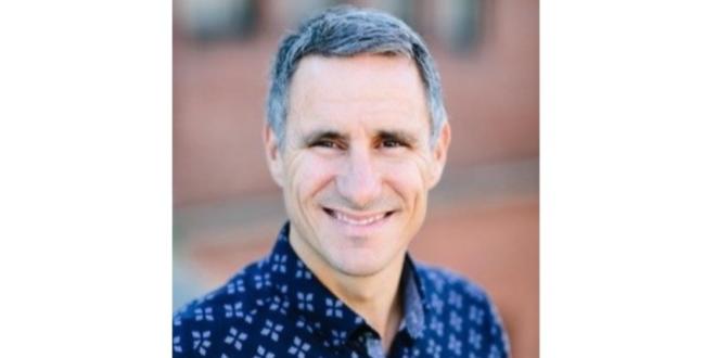 agilidade empresarial Aaron Rallo, Diretor Geral dos Serviços de Migração da Amazon Web Services