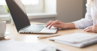 Webhelp Portugal contratação emprego empresas trabalho computador