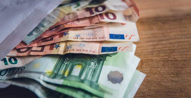 Portugal dinheiro notas PRR estados-membros bazuca PIB